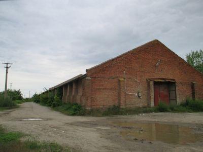 Продается зем.уч 0.89Га, со складом- 1572,5 кв.м под производство.