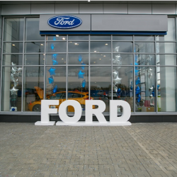 Автосалон. Официальный дилер Форд. Собственность.