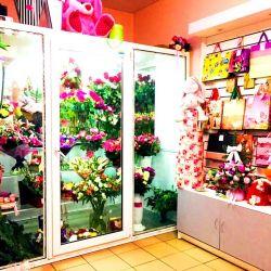 2 магазина цветов у выхода метро, конкурентов нет 2