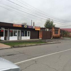 Продаю комплекс: магазины, кафе, склад. помещения.