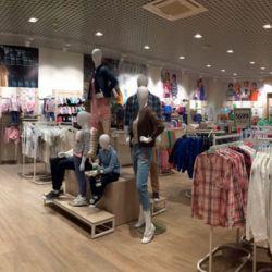 Магазин одежды и аксессуаров известной ТМ Sela 1