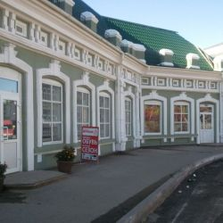 Здание магазина и гаражей в центре г. Глазова