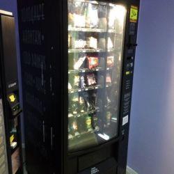 Снековый автомат в автосалоне 2