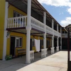 Гостиница в Заозерном в кооп Приморье 12 соток ,площадь 700 кв.м , 15 номеров