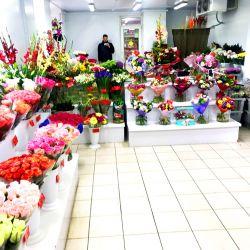 2 магазина цветов у выхода метро, конкурентов нет 1