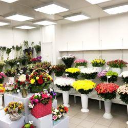 2 магазина цветов у выхода метро, конкурентов нет 3