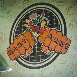 Точка фудкорта популярного Арт пространства Лофт Этажи 4