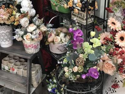 Цветочный бутик в месте с большим пешеходным трафиком