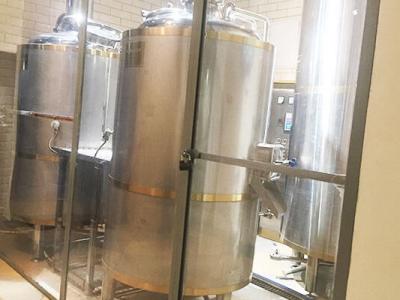 Раскрученная пивоварня в большом жилом районе