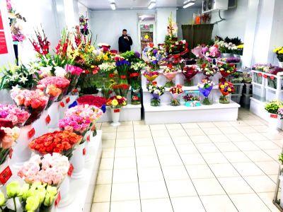 2 магазина цветов у выхода метро, конкурентов нет